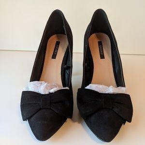 Black heels with boe detail
